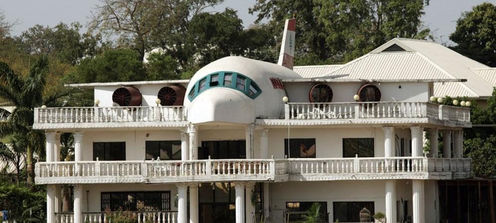 1. Avión